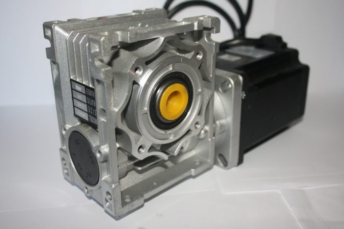 Фото 1 - Комплект червячный редуктор NMRV40 + шаговый двигатель 86.