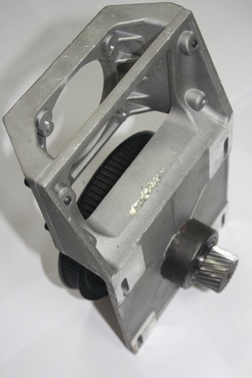 Фото 1 - Крепежный узел с ременным редуктором 1:5 на зубчатую рейку (косозубая рейка 1.25 модуль).
